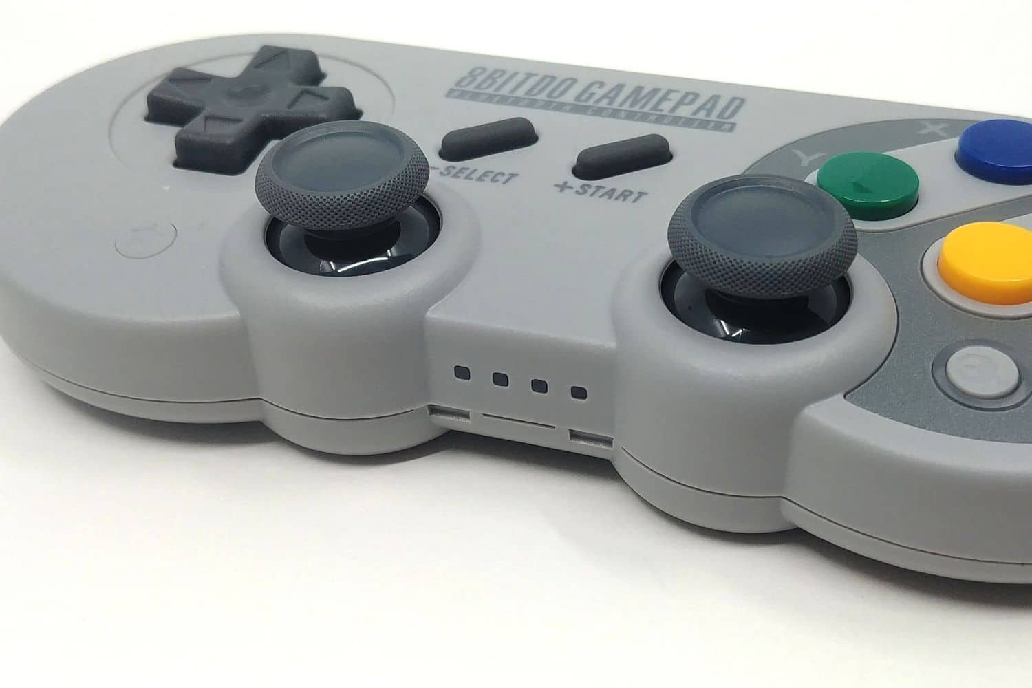Image 4 : Mini Test : 8BitDo SF30 Pro, la manette SNES sublimée par les technos modernes