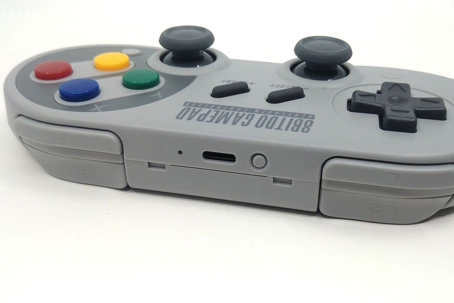 Image 5 : Mini Test : 8BitDo SF30 Pro, la manette SNES sublimée par les technos modernes