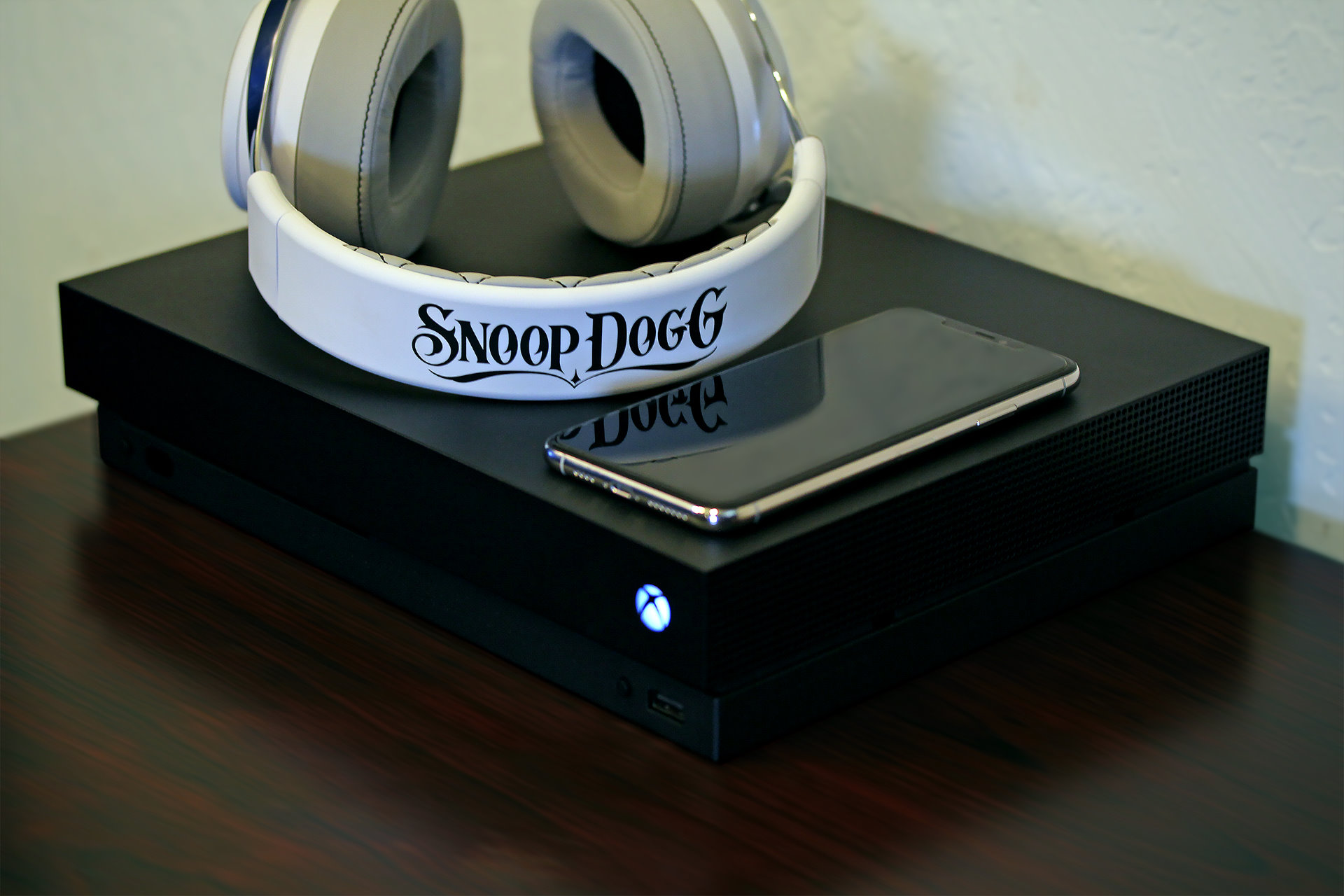 Image 1 : LucidSound assure que son casque gaming LS50X Snoop Dogg, c'est pas de la fumette